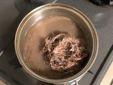 搾りかすを煮出す