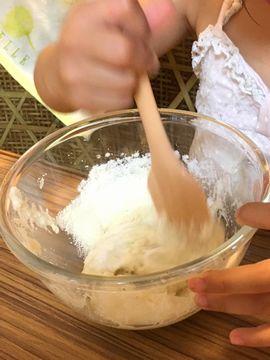 メレンゲと粉を混ぜる