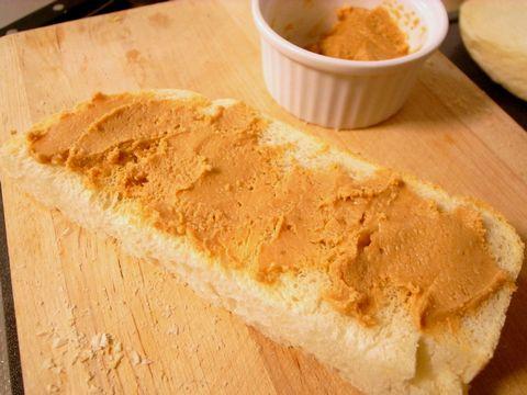 ピーナッツバターのトースト