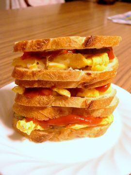 ディジョンマスタードを効かせたサンドイッチ
