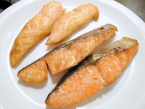 鮭の燻製と ささ身の燻製