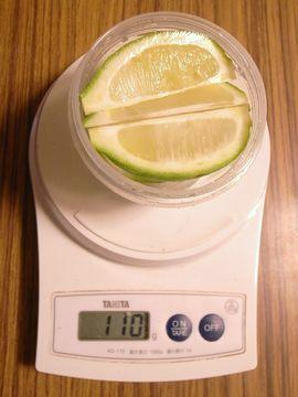 レモンの重量を量る