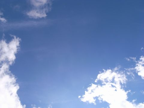 六甲山最高峰から見上げる空