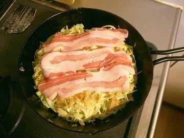 豚ばら肉をのせる