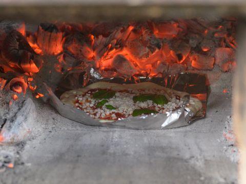 石釜で焼いてます