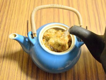 熱湯を満タン注ぐ