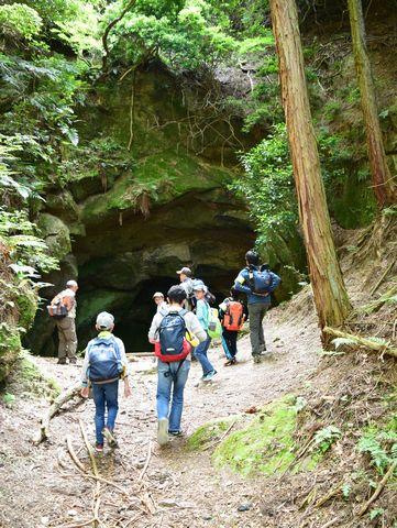 花崗岩のトンネル