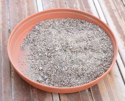 洗って乾かした砂