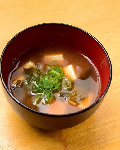 豆腐とわかめの味噌汁