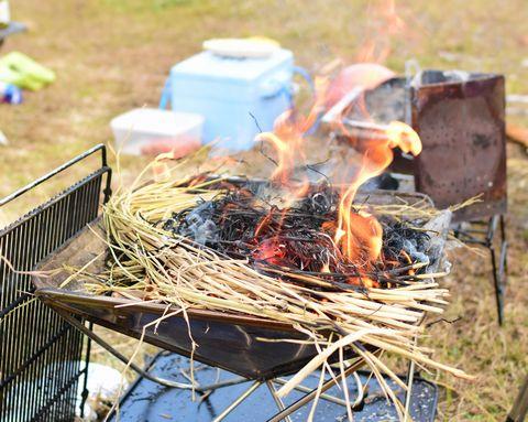 稲藁で焚き火