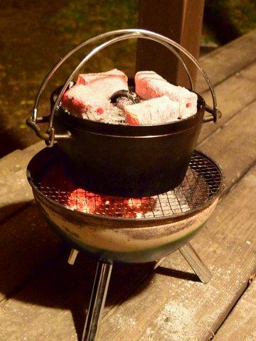ダッチオーブンでスポンジケーキを焼く