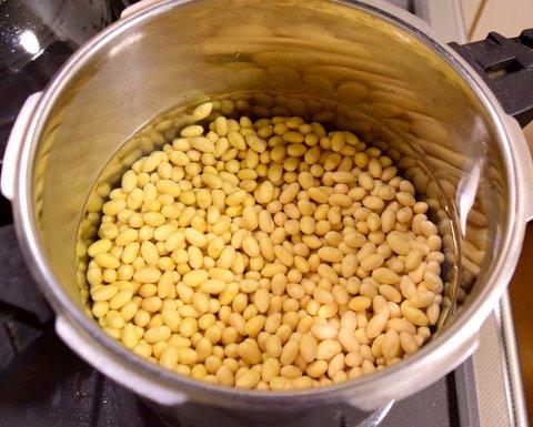 一晩水に漬けた大豆