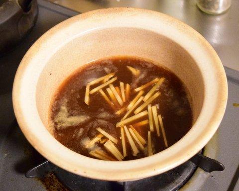 調味料をひと煮立ちさせる