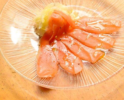 酢玉ねぎとスモークサーモン