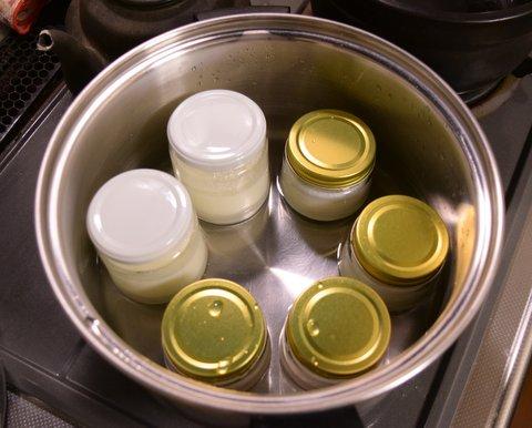 杏仁豆腐を湯煎で加熱する