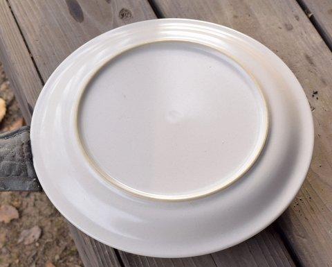 スキレットにお皿をかぶせる