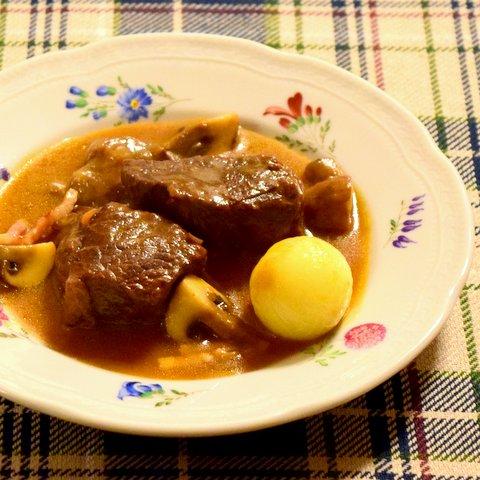牛肉のブルゴーニュ風煮込み