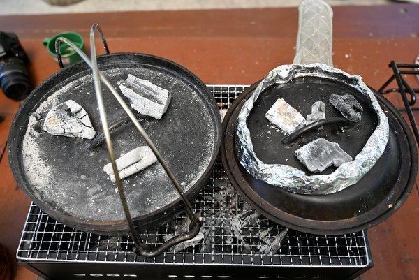 バーベキューコンロでミートパイとタルト生地を焼く