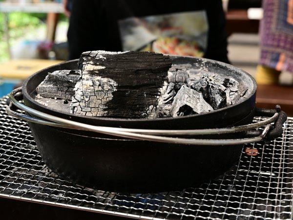 蓋の上の炭を追加