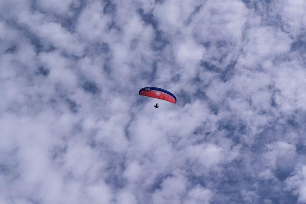 伊吹山で見たパラグライダー