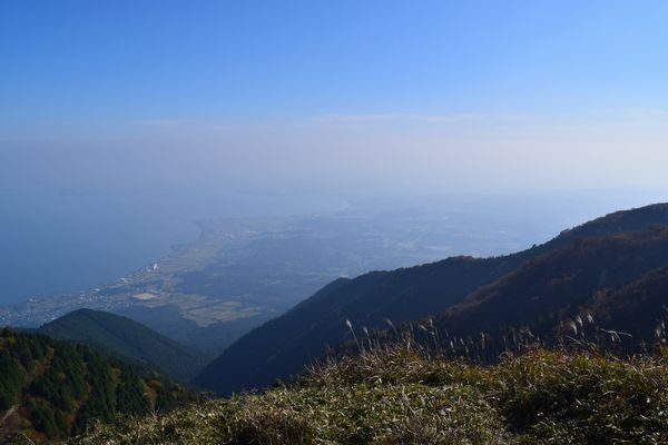 登りきったところで琵琶湖を望む