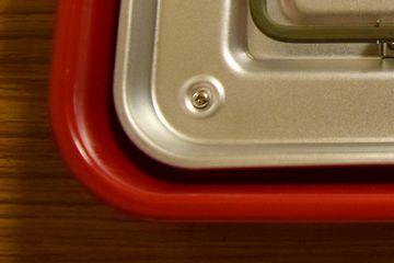 本体と金属板の隙間