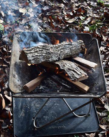 太い薪に火が点く