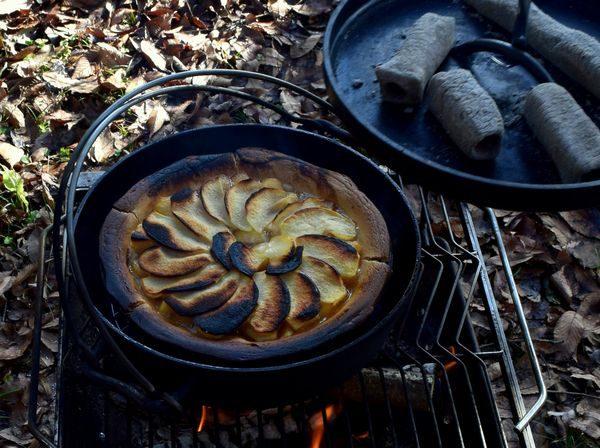 ダッチオーブンでアップルパイが焼けた