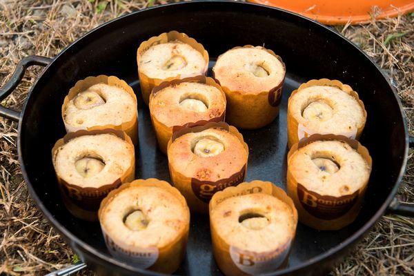 焼けたバナナカップケーキ