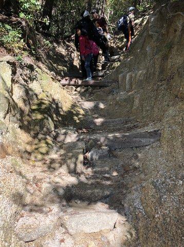 御在所岳花崗岩質の道