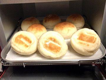 パンの裏を見る