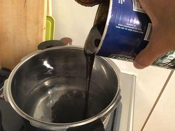 モルトを鍋に注ぐ