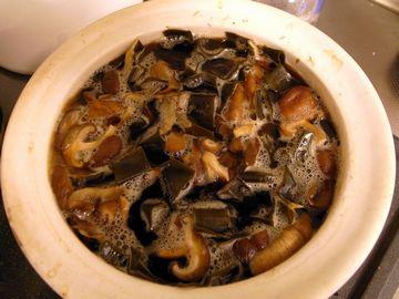土鍋で煮込む