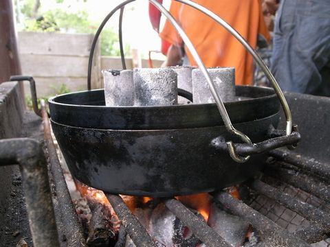 炭と薪で調理