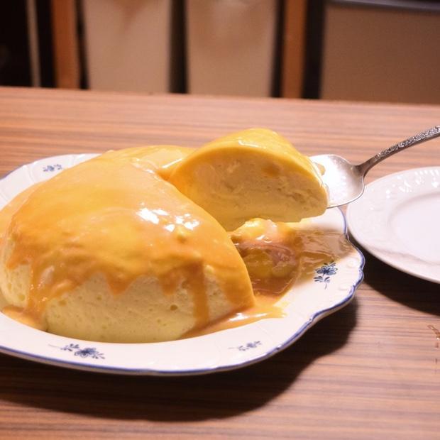 ふわとろプリンチーズケーキを切り分ける