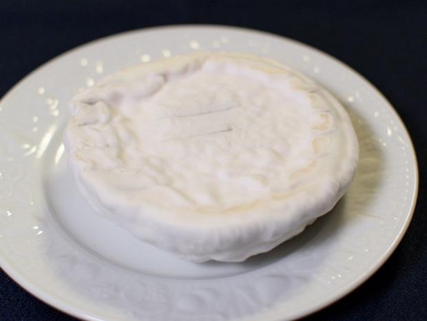 3週間熟成させたカマンベールチーズの裏側
