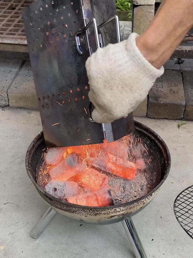真っ赤に燃えた炭をコンロにぶちまける