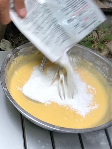 さらに米粉を足す