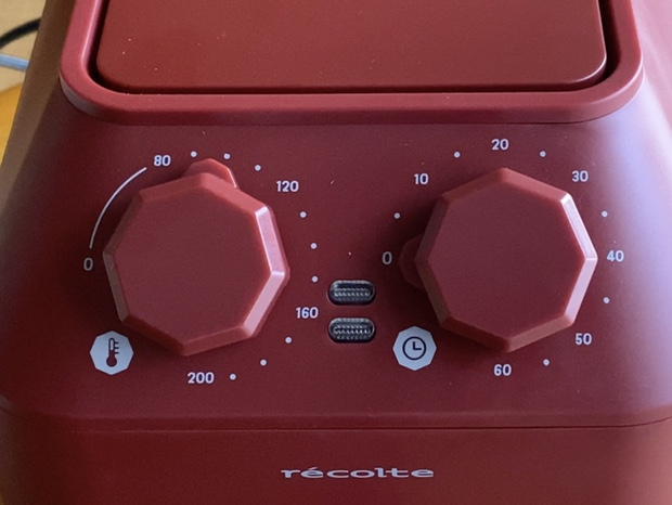 レコルトエアーオーブンの温度調節ダイヤルとタイマー