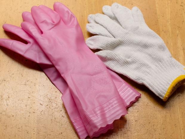 軍手とゴム手袋