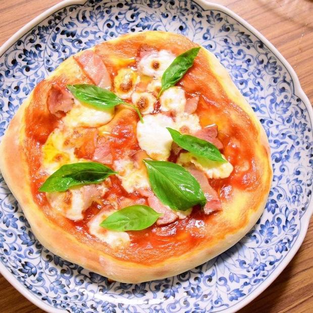 手作りモッツァレラチーズのピザ