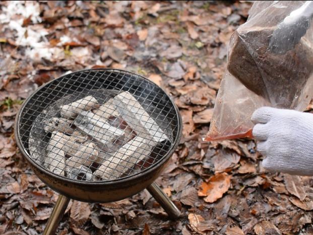 低温調理した牛肉を取り出す