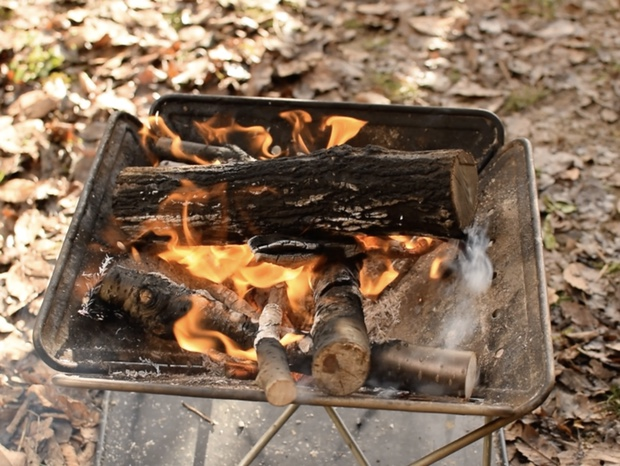 安定して燃えている焚き火