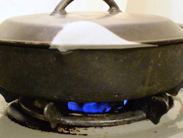 スキレットを弱火で温める