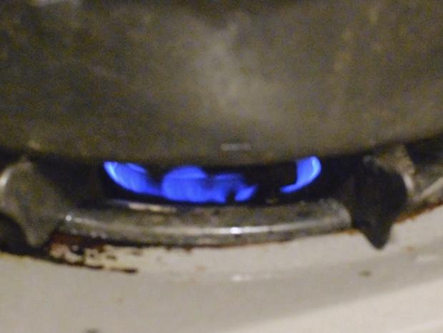 スキレットを弱火で加熱する