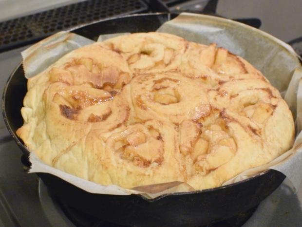 一応焼けたアップルシナモンロールパン