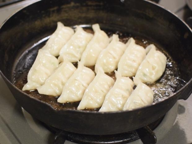 焼けた味の素冷凍餃子