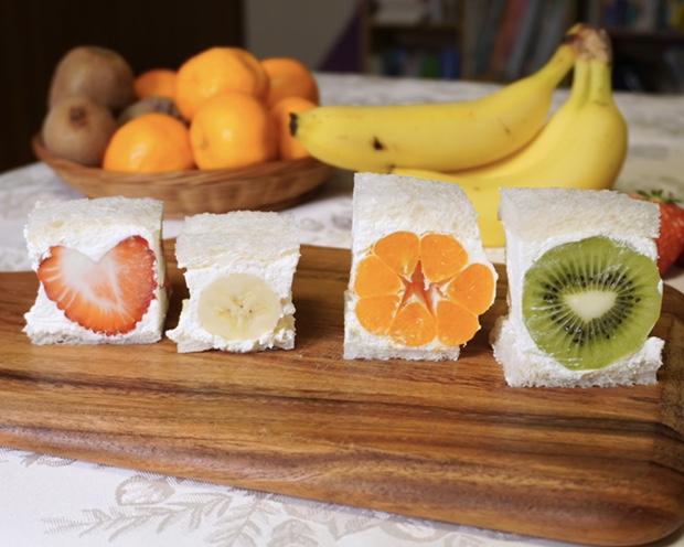 キューブ形フルーツサンド