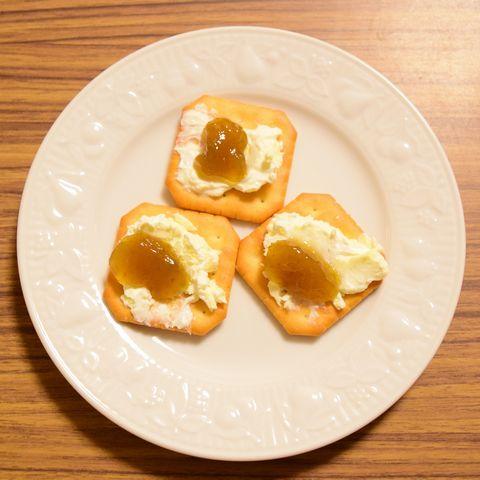 クリームチーズと梅ジャムのカナッペ