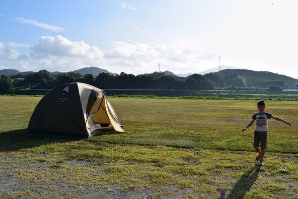 野口オートキャンプ場にテントを張る